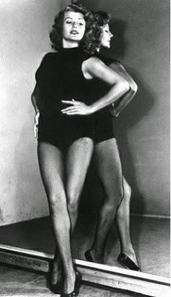 Rita, con maillot, cruce de piernas y qué piernas !!!