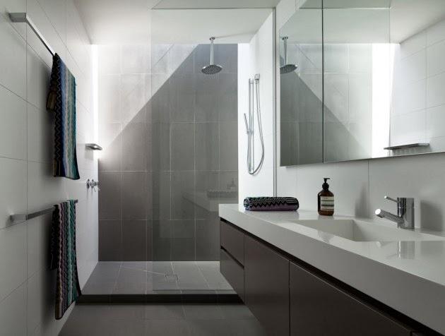 """Baños Publicos Minimalistas:Casa Brighton """"espacios amplios modernos"""" / InForm, Melbourne"""
