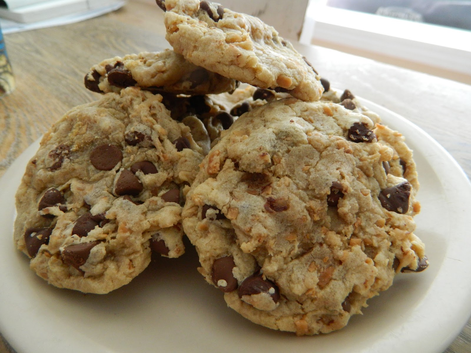 Tried and True Yummy Recipes: Toasted Coconut Chocolate Chip Cookies