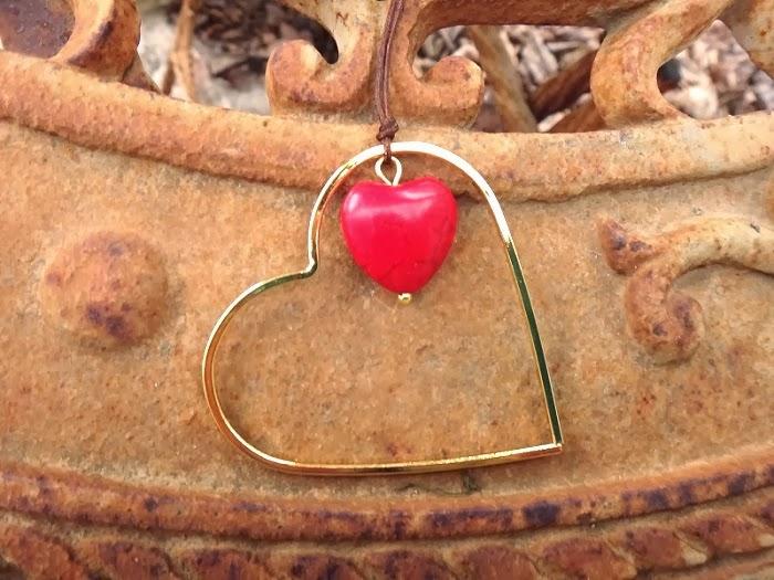 http://www.twininas.gr/%CF%80%CF%81%CE%BF%CF%8A%CF%8C%CE%BD/love-howlite-heart-handmade-necklace