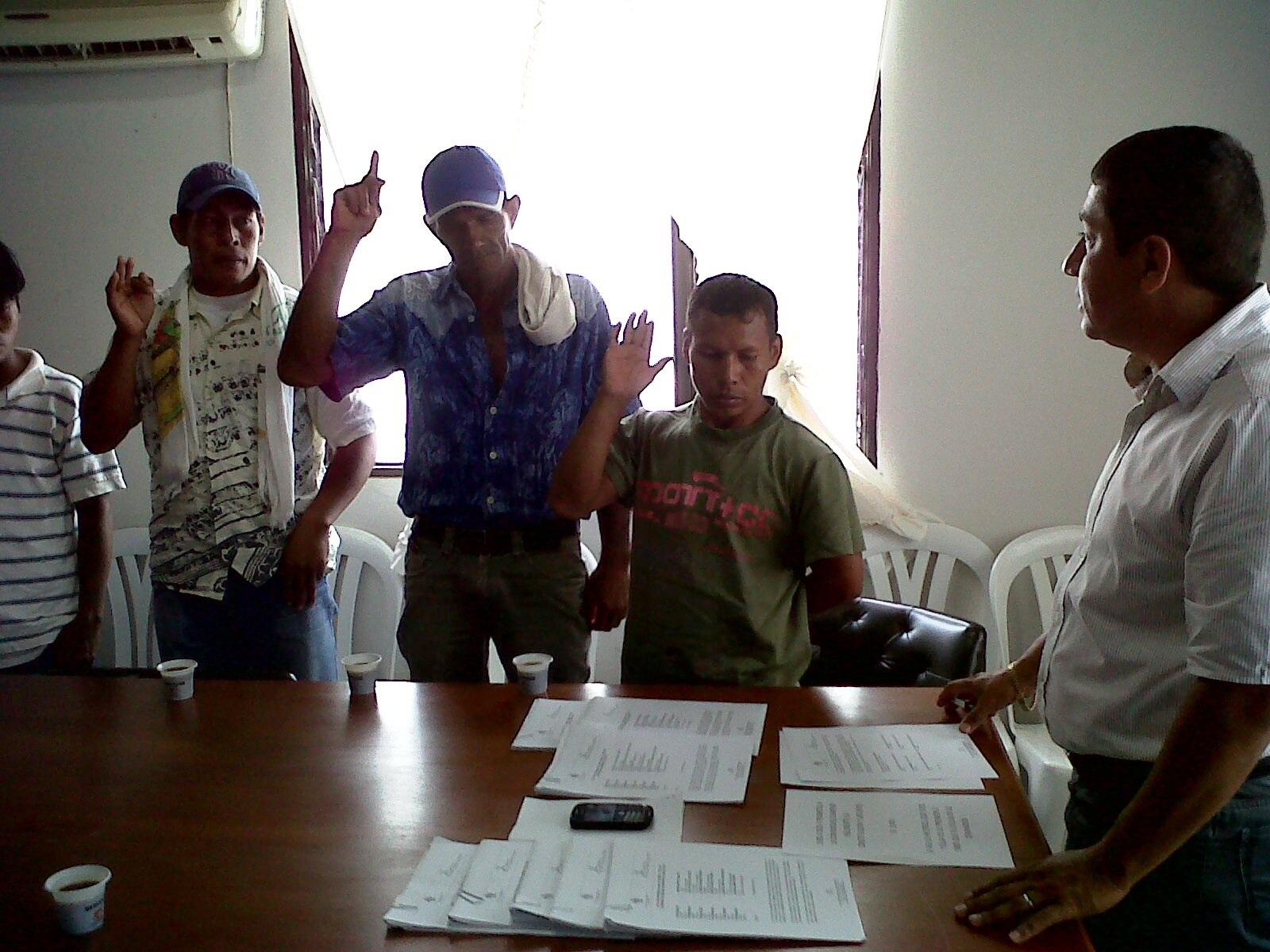 La posesión de los cabildos indígenas tanto de las comunidades de la carretera vía los lagos y Leticia – Tarapacá, como las de la rivera del rio