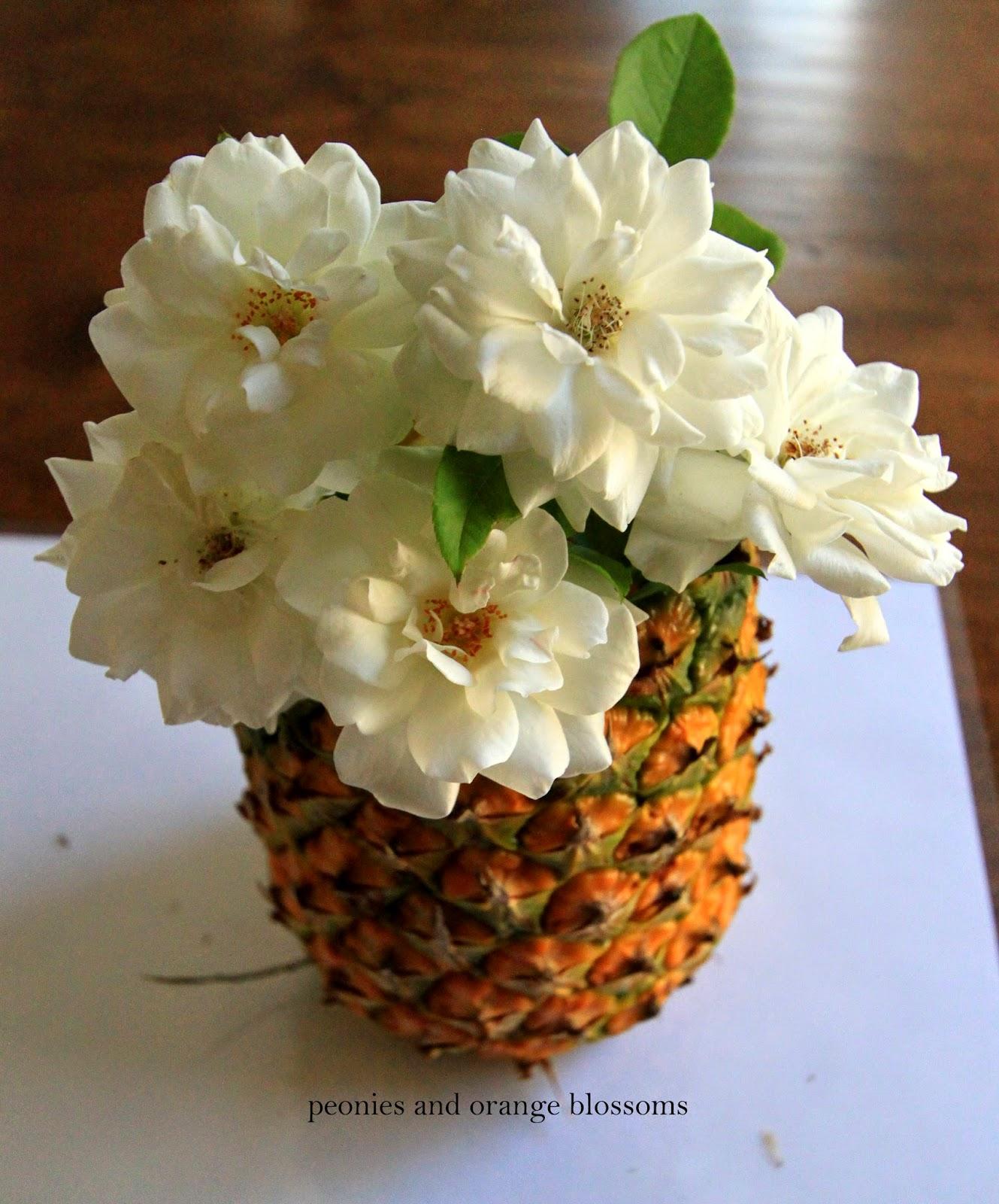 easy diy pineapple vase petite haus. Black Bedroom Furniture Sets. Home Design Ideas