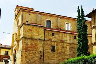 Vista de la fachada norte de la iglesia