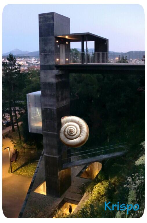 caracol y ascensor en hondarribia