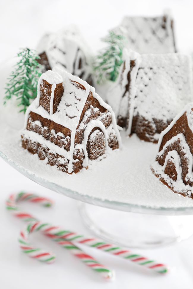 gingerbread cake houses with royal icing, but really all these cakes ...