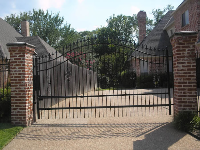 Brick And Wrought Iron Fencing4
