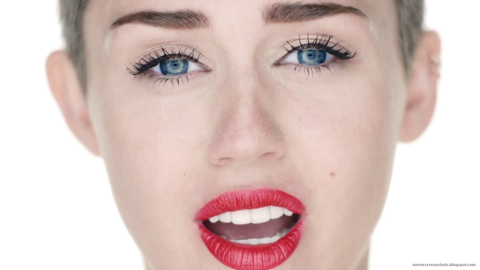 Miley Cyrus Wrecking Ball Uncensored