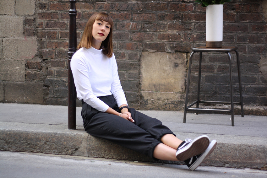 Boyish and minimal monochrome outfit fashion Isabelle Hardy