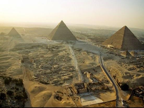 vista aérea das pirâmides