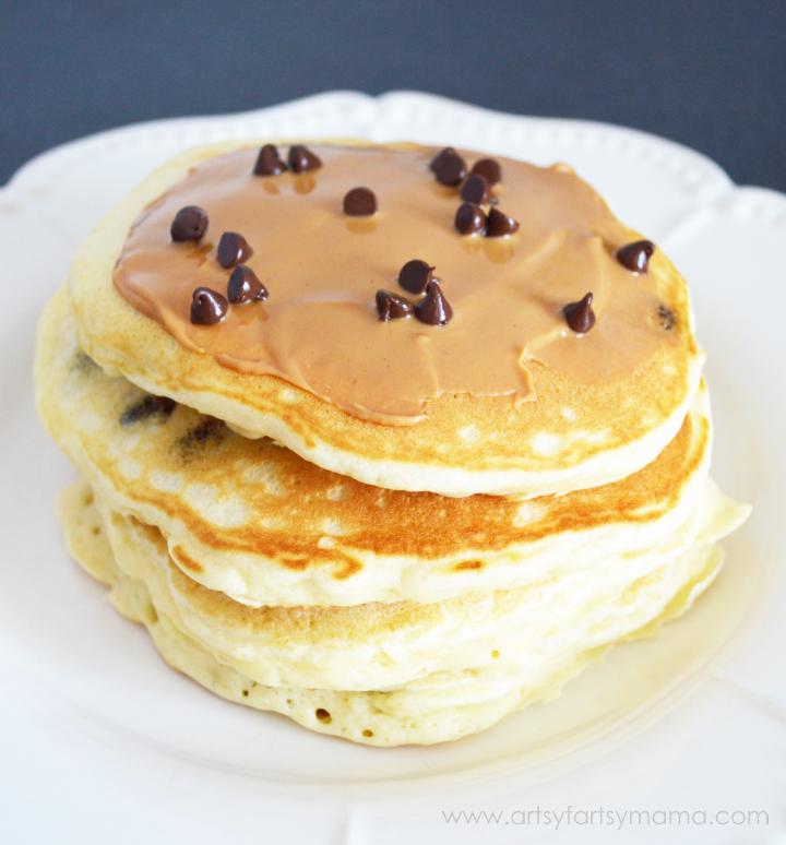 Easy Chocolate Chip Pancakes at artsyfartsymama.com