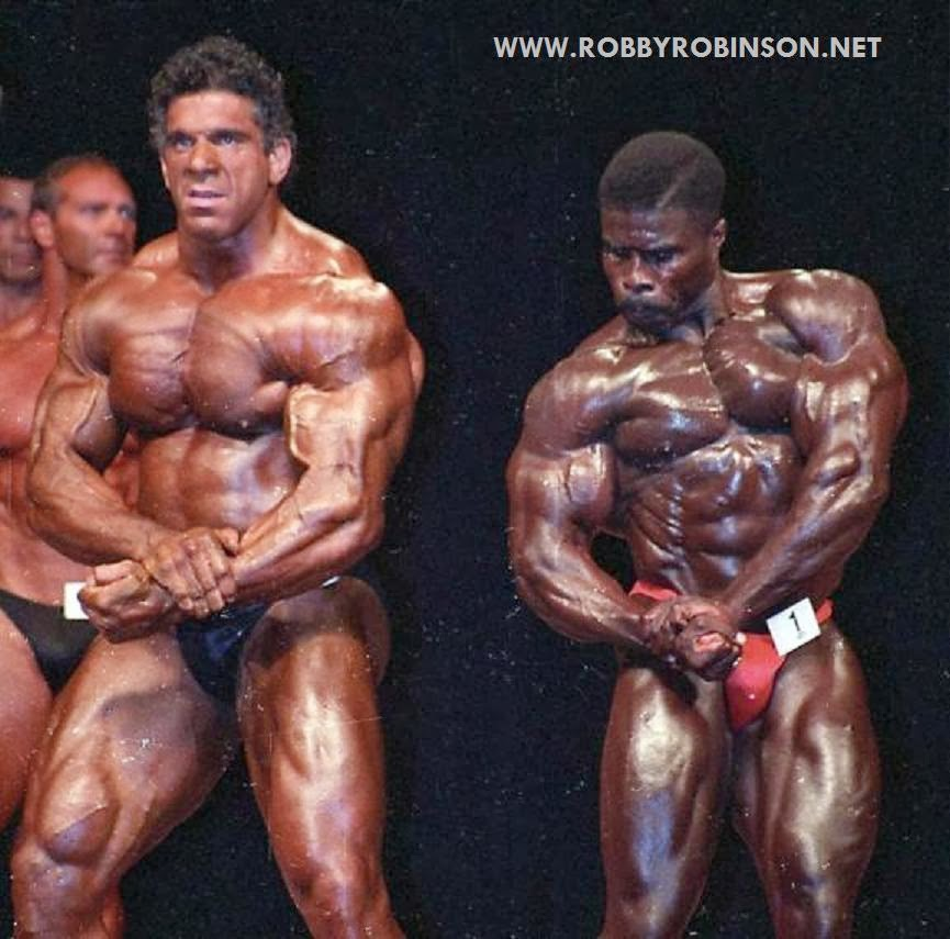 "ROBBY ROBINSON WINNING OVER THE LEGENDARY LOU ""THE HULK"" FERRIGNO  AT MR. OLYMPIA 1994 MASTERS POSE DOWN SIDE CHEST ● www.robbyrobinson.net//anabolic-pack.php ●"