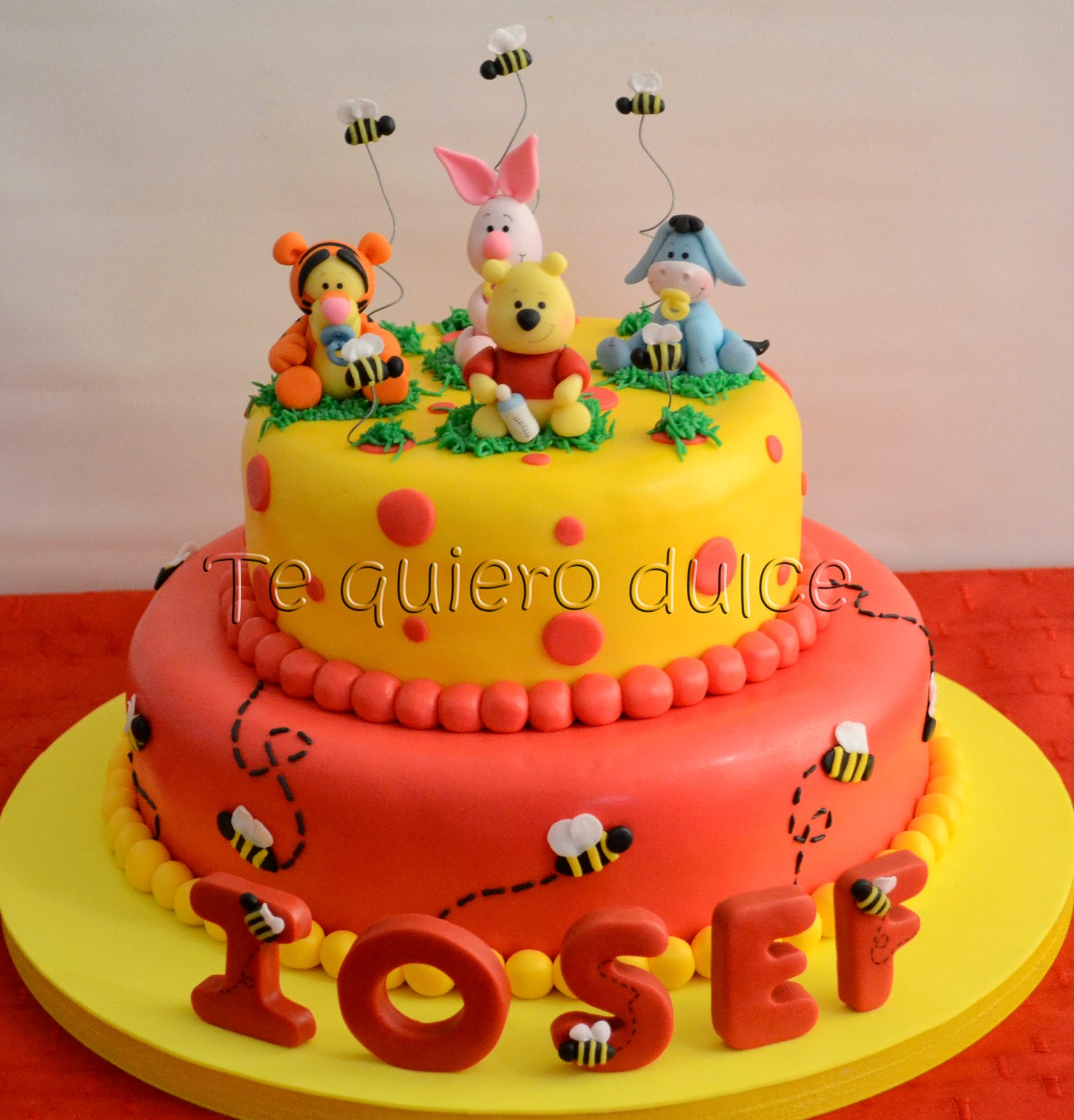 Tarta De Winnie Pooh Con Souvenirs O Presentes Para Invit Pictures