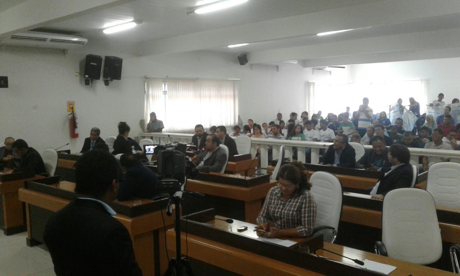 Plenário derruba veto do prefeito Assis Ramos por 13 votos a 6