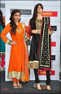 Soha Ali Khan Pictures at Shoppers Stop\'s Salwaar Kameez