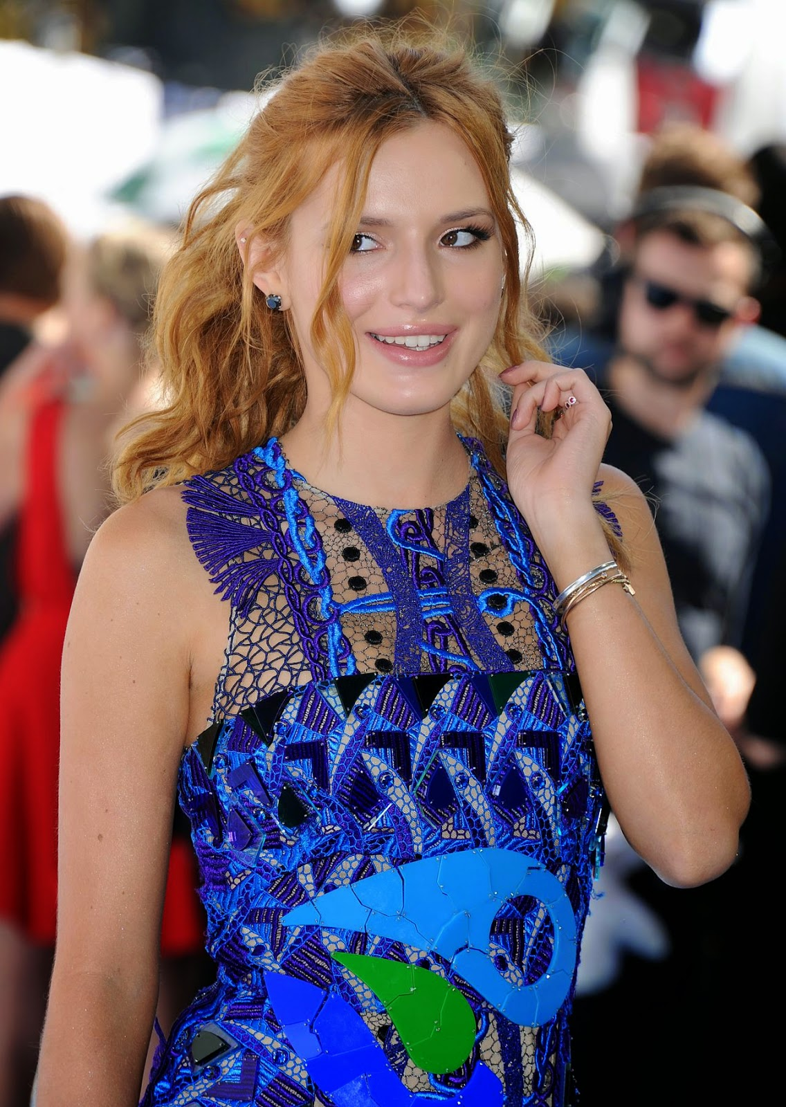 Bella Thorne flaunts legs in a Peter Pilotto mini dress at the 2015 MTV Movie Awards