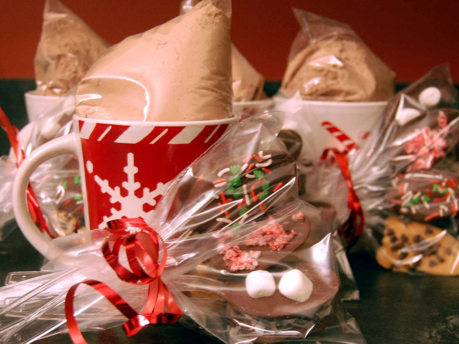 Cassie craves last minute homemade gift ideasvolving hot for the boys teachers i decided to make homemade hot cocoa mix i bagged it up and placed it in festive coffee cups that i found at the dollar store negle Image collections