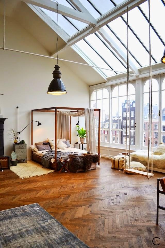 Loft-Feeling im Boheme-Chic in Amsterdam - Vintage Möbel mit Industrieleuchten und Berberteppich