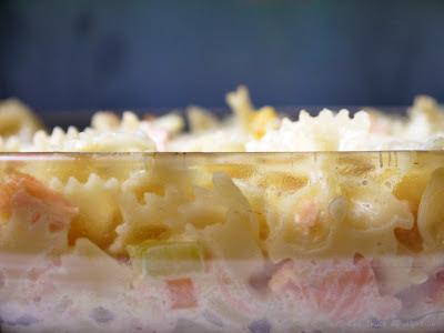 Gratin de pâtes au saumon, à la courgette et aux carottes (voir la recette)