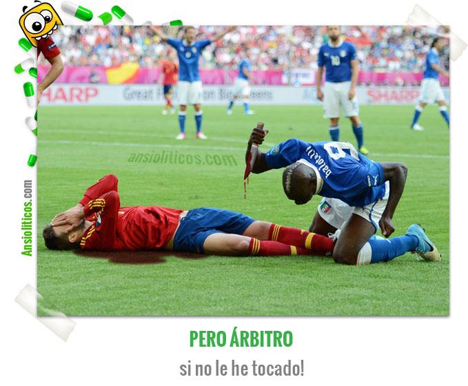 Chiste de Fútbol de Balotelli y Piqué en la Eurocopa