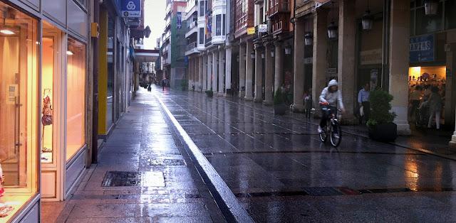 Llueve en la Calle Mayor, 2012 (cc) Abbé Nozal