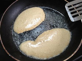 Pour 1/4 of the batter into a hot pan