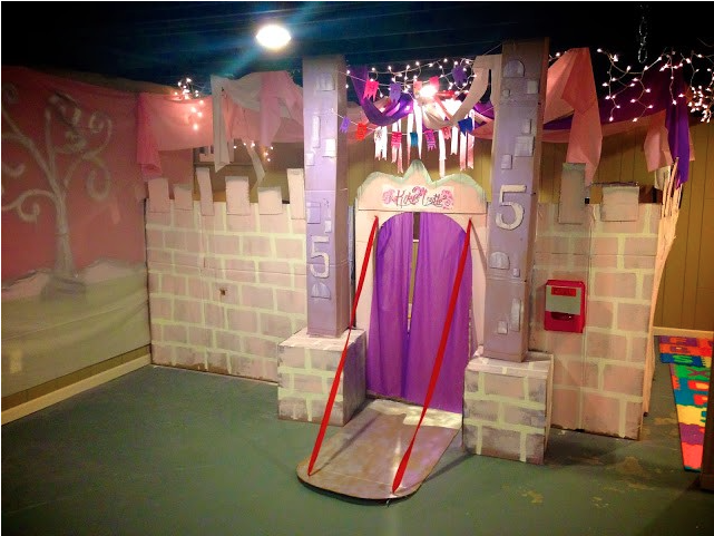 Life Sprinkled With Glitter: Safari Theme Party~ Cardboard Cave on