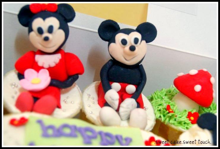 cupcake figurine