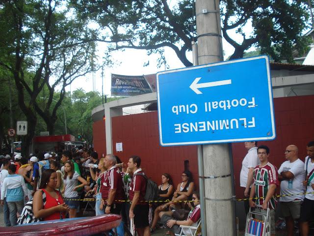 Torcedores do Fluminense fazem fila para comprar ingressos. Foto de Marcelo MIgliaccio