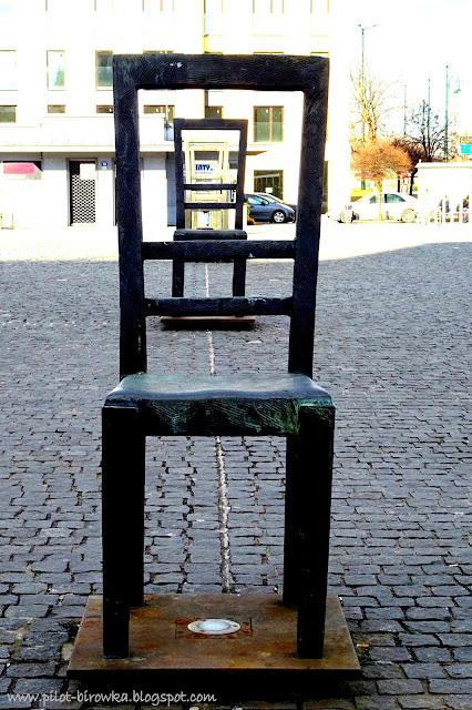 Plac Bohaterów Getta krzesła