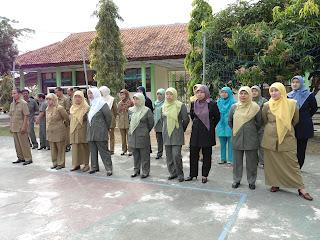 Untuk mempermudah para guru dalam menjalankan aktifitas KBMnya, Berikut saya tampilkan RPP  dan Silabus  semua bidang studi  tingkat SMP/MTs  yang di format dalam bentuk .RAR, PDF, dan Doc. semoga bermanfaat. RPP dan Silabus SMP/MTS    1. Bidang Studi TIK: kelas VII, VIII, dan IX 2. Bidang Studi Bahasa Indonesia:Kelas VII, VIII, dan IX