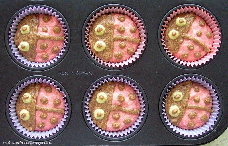 beruškové cupcakes - před pečením