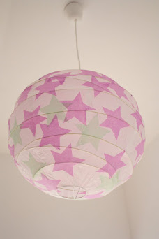 Zauberhafte Lampen mit Sternen, Vögeln und Blättern
