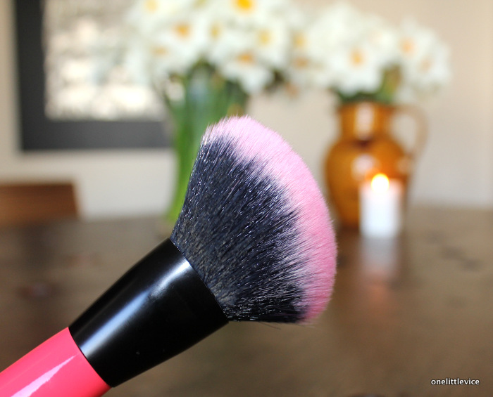 One little vice uk beauty blog: drugstore bronzer brush