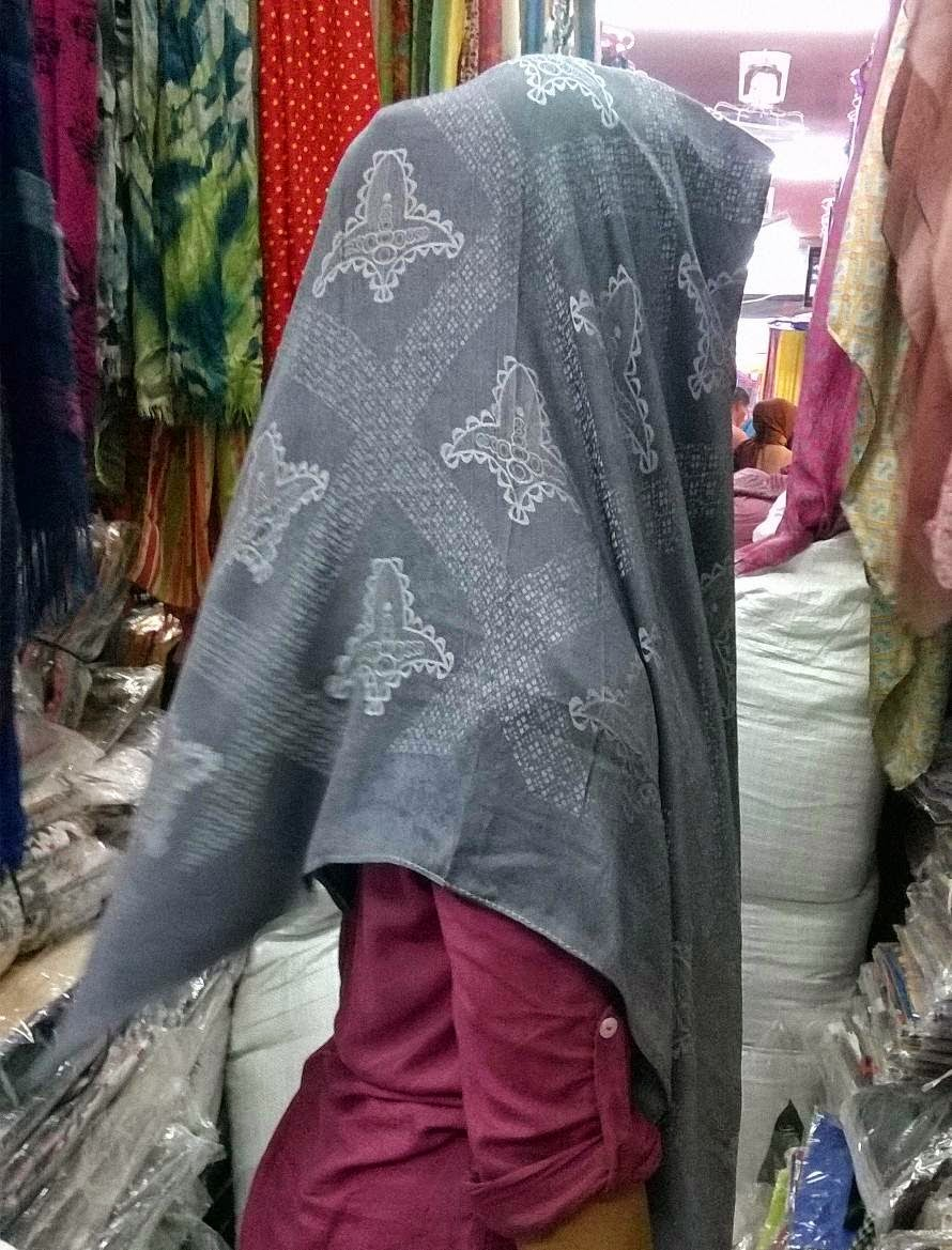 harga jilbab silk