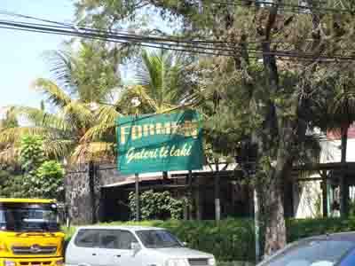 Formen galery lelaki, Jl. LLRE Martadinata No. 36 Bandung