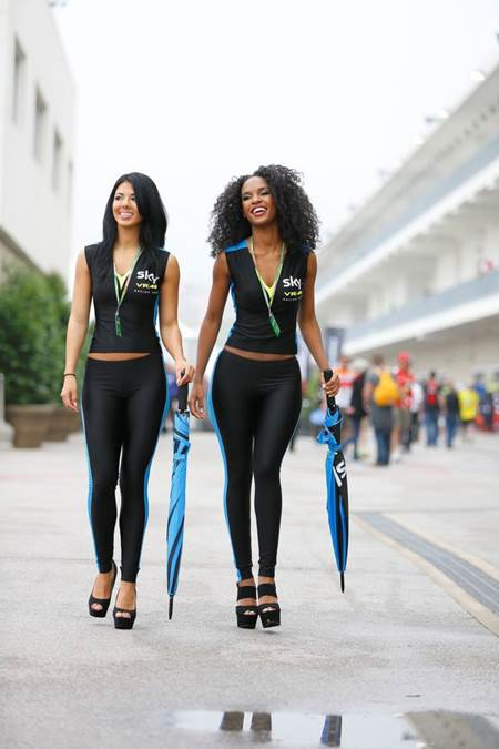 Foto Umbrella Girl tim Movistar Yamaha MotoGP di MotoGP Indianapolis USA 2015