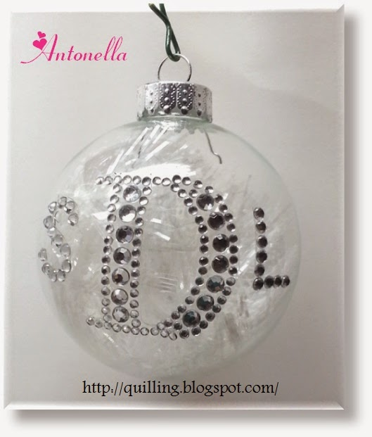 Gorgeous Monogram Ornament tutorial Antonella at www.quilling.blogspot.com