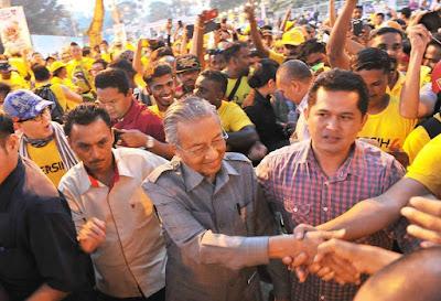 Dr Mahathir tiba di Dataran Merdeka