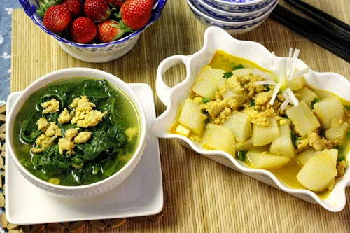 Asian Spinach Soup with Shrimps Recipe - Canh Rau Mồng Tơi Nấu Tôm