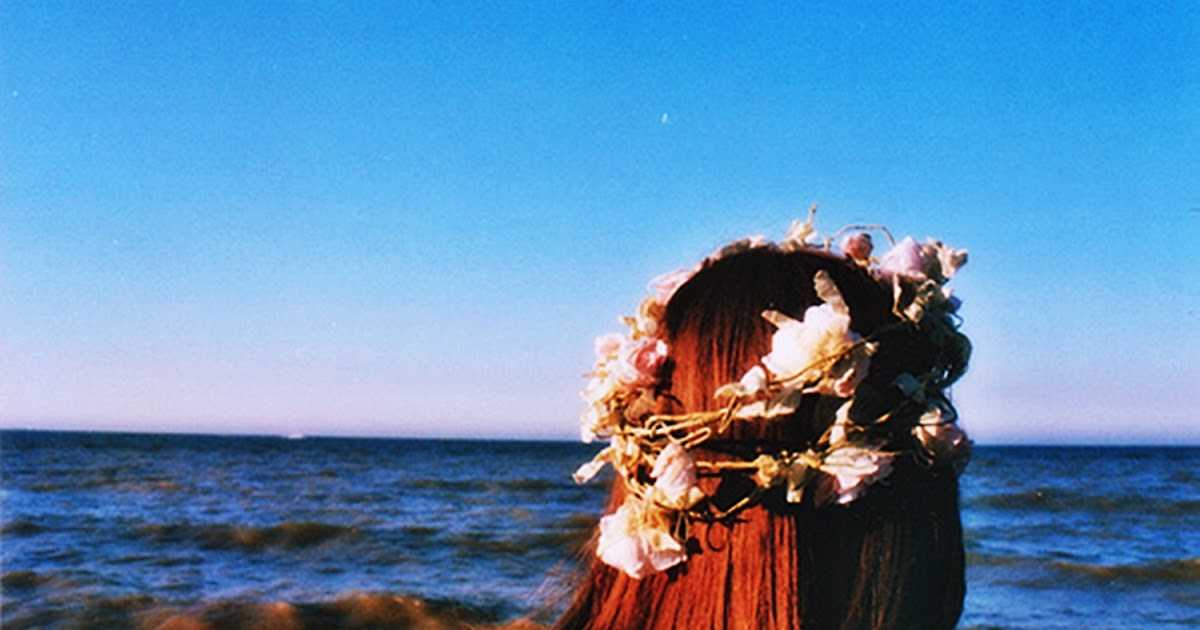 Фото девушек на аву с венком