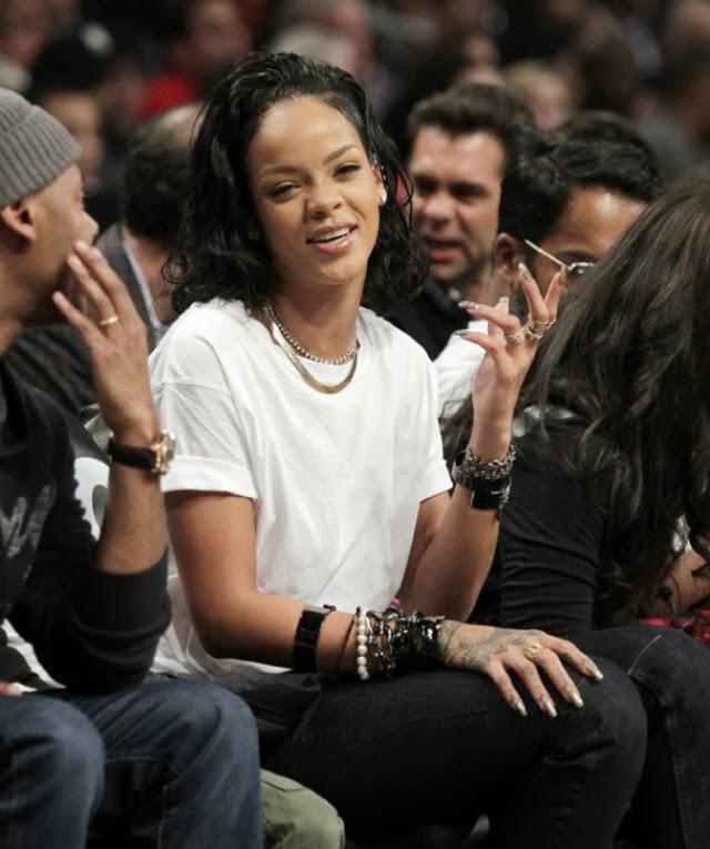 Rihanna tiene los ojos desorbitados