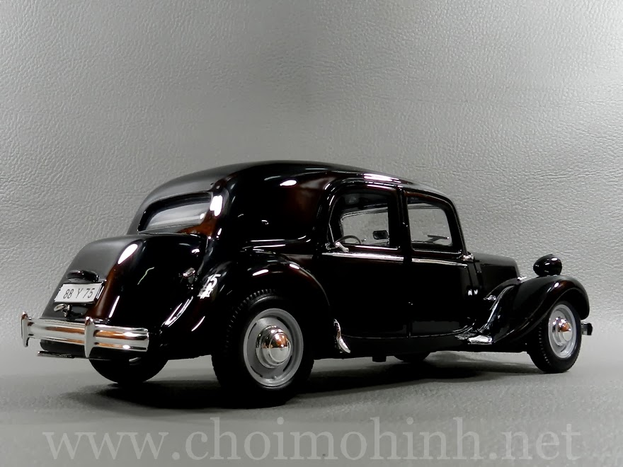 Citroen 15CV 6 Cyl 1952 1:18 Maisto back