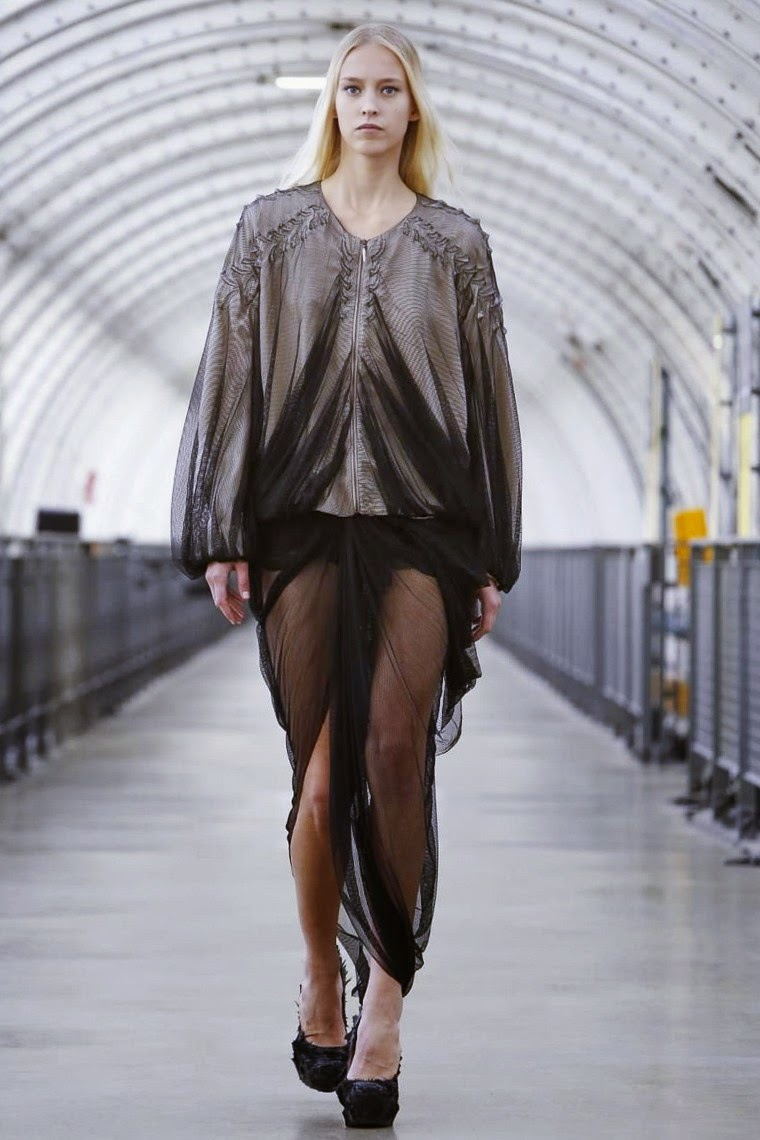 Iris Van Herpen spring summer 2015, Iris Van Herpen ss15, Iris Van Herpen, Iris Van Herpen ss15 pfw, Iris Van Herpen pfw, pfw, pfw ss15, pfw2014, fashion week, paris fashion week, du dessin aux podiums, dudessinauxpodiums, vintage look, dress to impress, dress for less, boho, unique vintage, alloy clothing, venus clothing, la moda, spring trends, tendance, tendance de mode, blog de mode, fashion blog,  blog mode, mode paris, paris mode, fashion news, designer, fashion designer, moda in pelle, ross dress for less, fashion magazines, fashion blogs, mode a toi, revista de moda, vintage, vintage definition, vintage retro, top fashion, suits online, blog de moda, blog moda, ropa, asos dresses, blogs de moda, dresses, tunique femme, vetements femmes, fashion tops, womens fashions, vetement tendance, fashion dresses, ladies clothes, robes de soiree, robe bustier, robe sexy, sexy dress