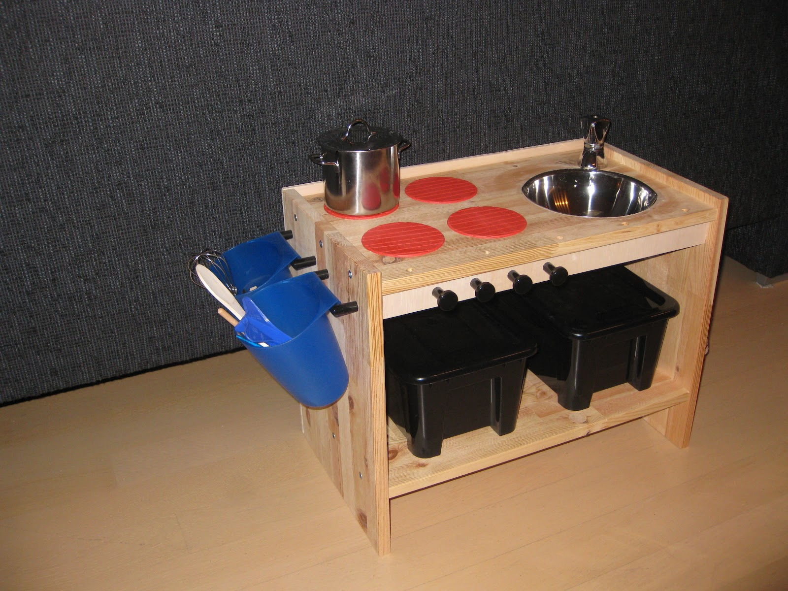 Houten Speelgoed Keuken Zelf Maken : DIY keukentje voor zo'n ?30.
