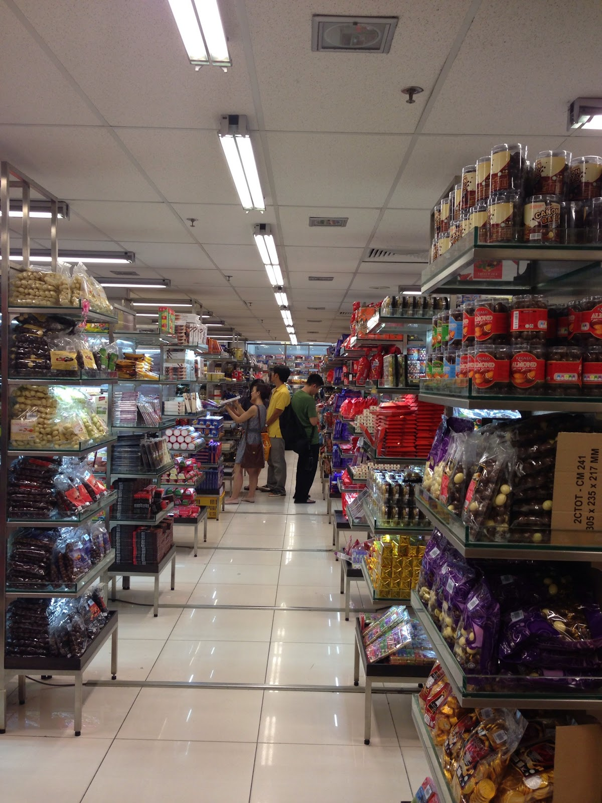 Tams Near Me >> Singapore - Mustafa Centre: aisles and aisles of chocolate