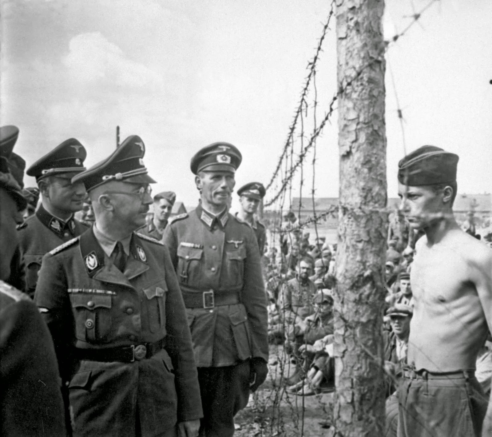 This is what defiance looks like. Himmler and the prisoner, 1941.