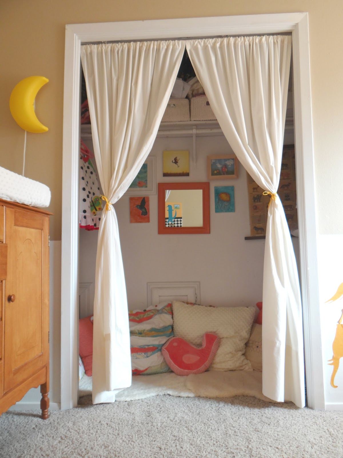 lifewithdaugs kids 39 reading nook in a closet. Black Bedroom Furniture Sets. Home Design Ideas