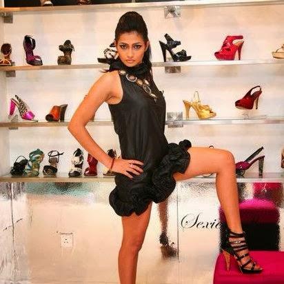 Tania Deen hot legs up
