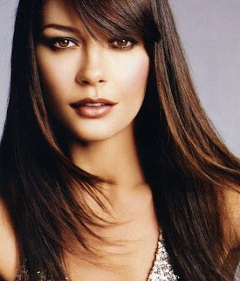 Catherine Zeta Jones con cabello lacio