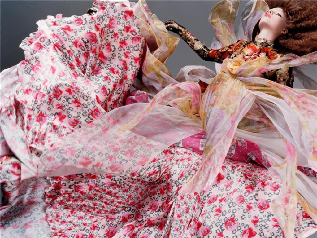 http://3.bp.blogspot.com/-FLn978IOEX4/UCeRDuE0aLI/AAAAAAAAFr0/AlFAqu2Fty4/s1600/floral_fashion_wallpaper-normal.jpg